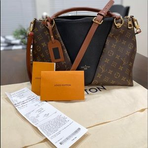 Authentic Louis Vuitton v tote mm